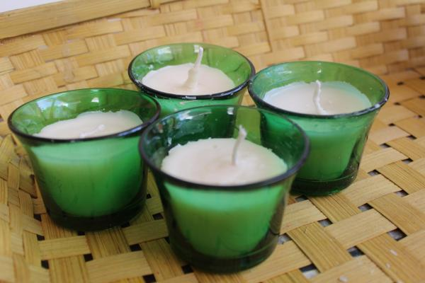 Set of 4 green aroma candle votives