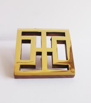 Wooden backplate with brass at front